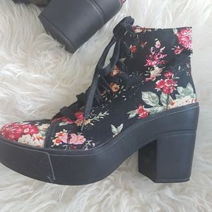 Wild Diva Lounge Floral Ankle Heel Boots Size 8.5